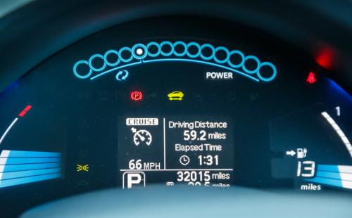 Displej elektromobilu